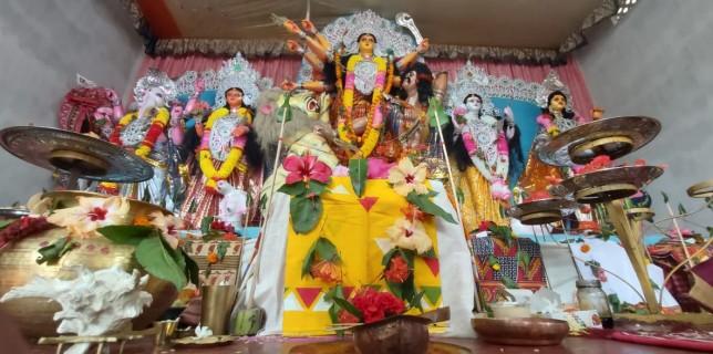 পাদ পদ্মে পুস্পাঞ্জলীতে সম্পন্ন হয়েছে মহাষ্টমীর পূজো