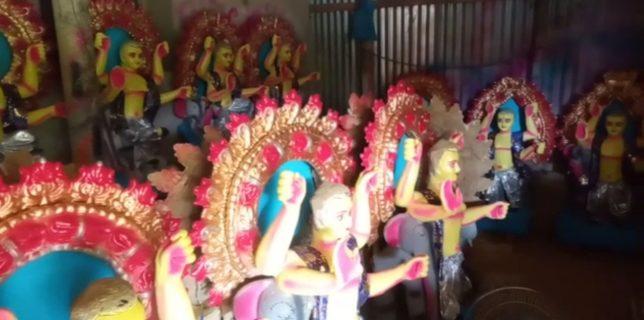 শুক্রবার বিশ্বকর্মা পূজো, মূর্তি তৈরিতে ব্যস্ত মৃৎশিল্পীরা